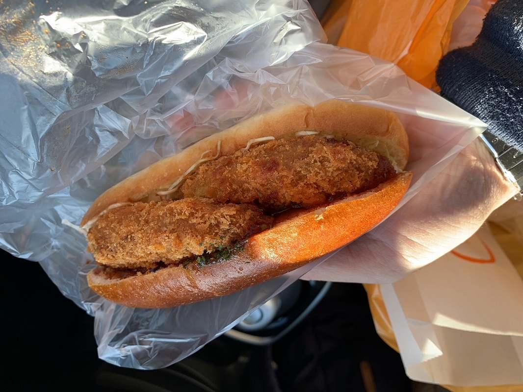 ひげのパン屋の北海道コロッケのコッペサンド