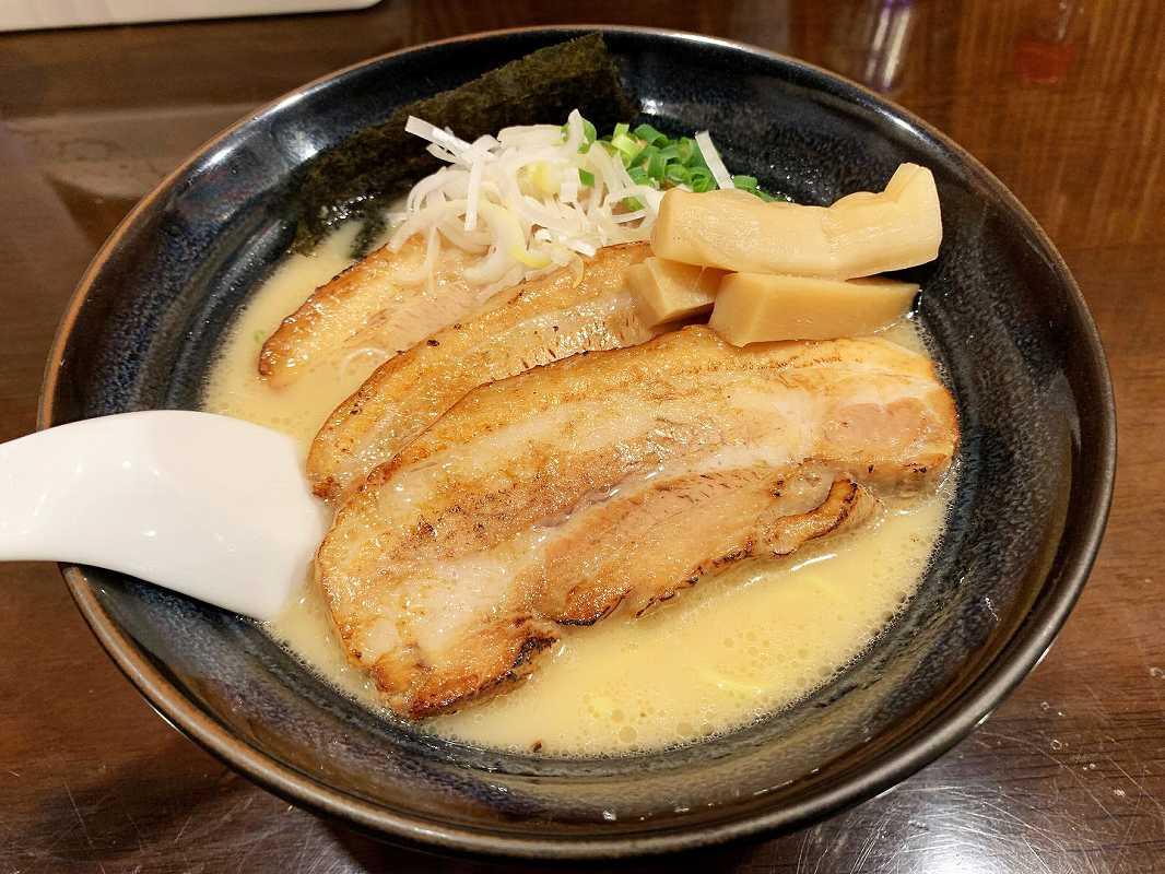 ラーメンなが田の炙りチャーシュー麺