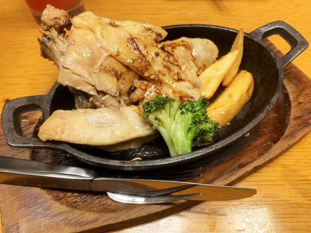 トサカモミジの骨付き鶏
